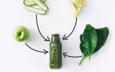 green juice made of apples, cucumbers, spinach, and lemon